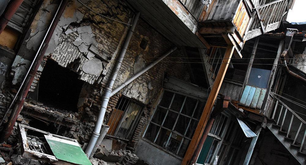 დაზიანებული სახლი შალვა დადიანის ქუჩაზე თბილისში
