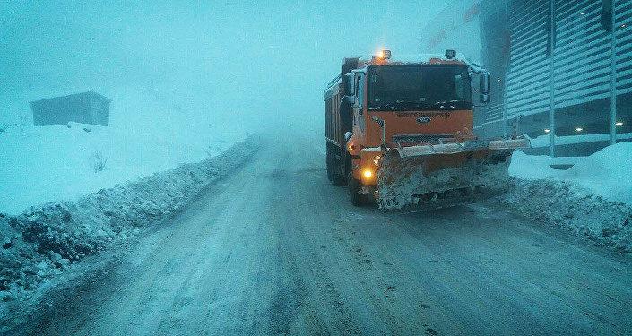 თოვლი მცხეთა-სტეფანწმინდა-ლარსის გზაზე