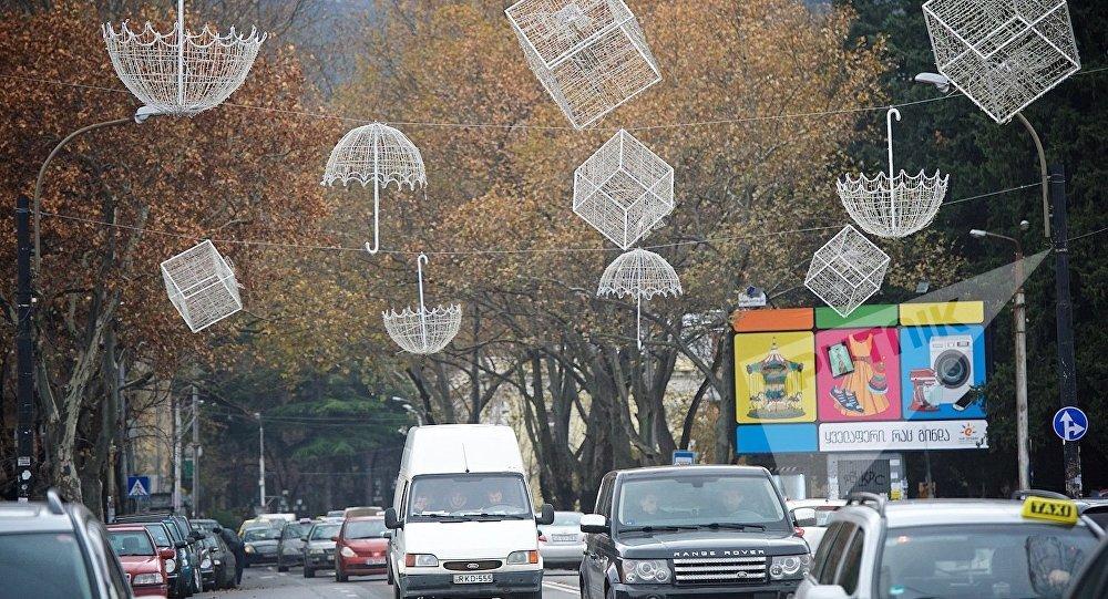 Новогодние украшения на улицах Тбилиси