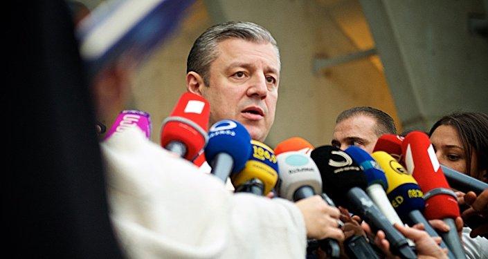Премьер-министр Грузии Георгий Квирикашвили беседует с журналистами