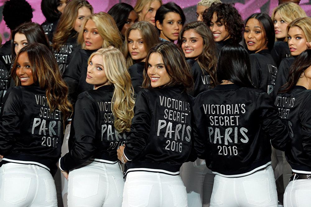 შოუში მონაწილეობის მიღება 150 გოგონას შეუძლია, თუმცა ანგელოზებს ერთეულებს უწოდებენ. საქმე იმაშია, რომ ანგელოზები ბრენდის სახედ ითვლებიან და შოუში მონაწილეობას წინასწარი ქასთინგის გავლის გარეშე ღებულობენ.