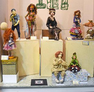 Выставка кукол в Тбилиси: Леонардо да Винчи, Никулин и Чарли Чаплин