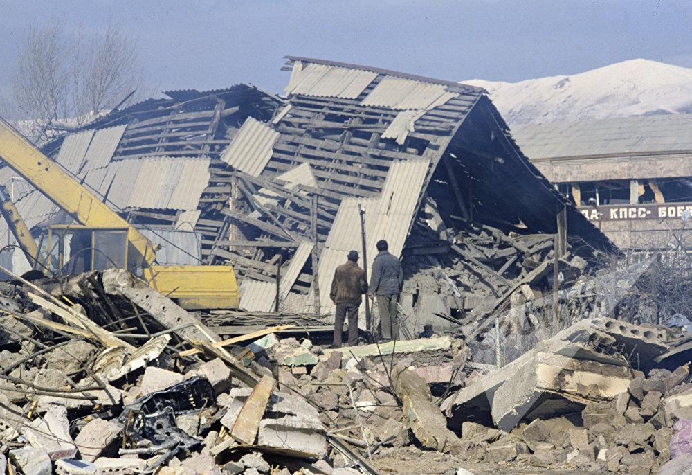 ქალაქი სპიტაკის ნანგრევები - ძლიერი მიწისძვრის შედეგები სომხეთის ჩრდილოეთ რაიონებში, რომელიც 1988 წელს მოხდა.