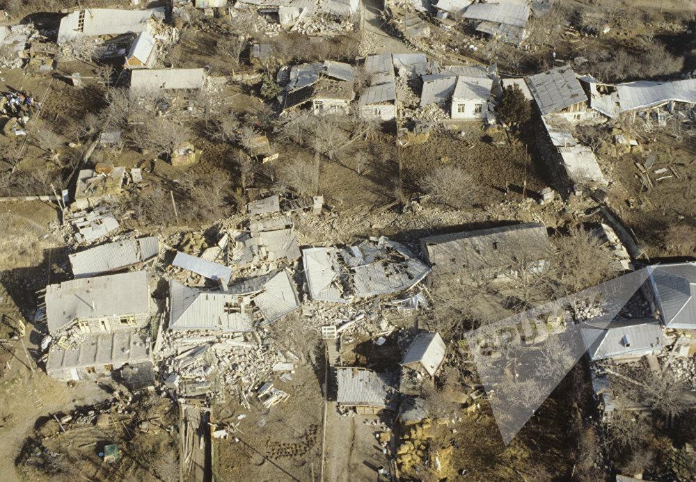 უძლიერესმა მიწისძვრამ სპიტაკი სულ რაღაც 30 წამში გაანადგურა.
