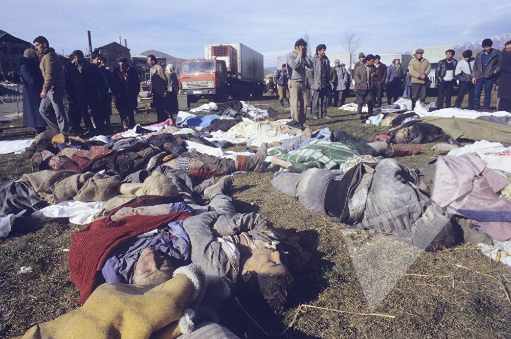 ოფიციალური მონაცემებით, მიწისძვრის შედეგად დაიღუპა 25 ათასი ადამიანი, 140 ათასი დაინვალიდდა.