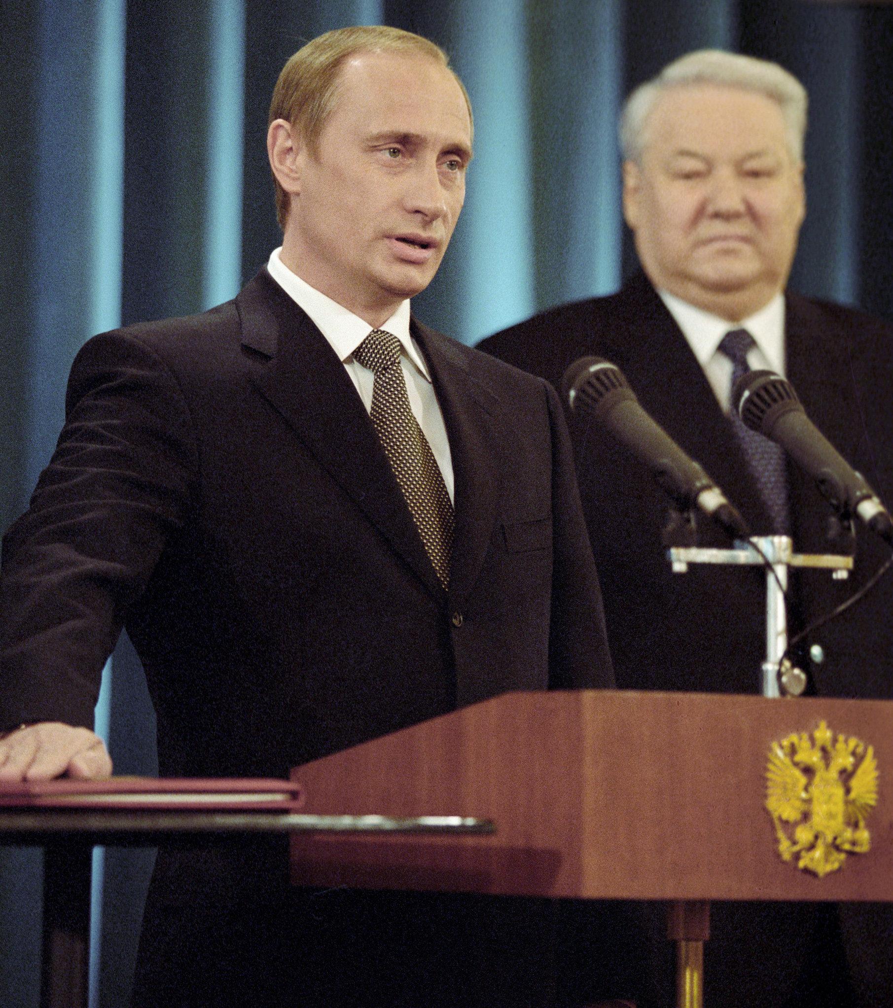 В Российской Федерации вначале рабочей недели отмечается День Конституции