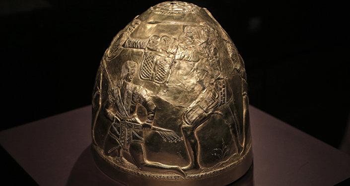 Шлем из скифского золота четвертого века до н.э. на выставке Крым - золото и секреты Черного моря в историческом музее Амстердама