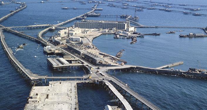 Нефтяные камни - город в море