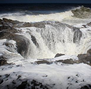 Сильный шторм на море