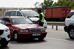 Проверка автомобилей на въезде в Баку