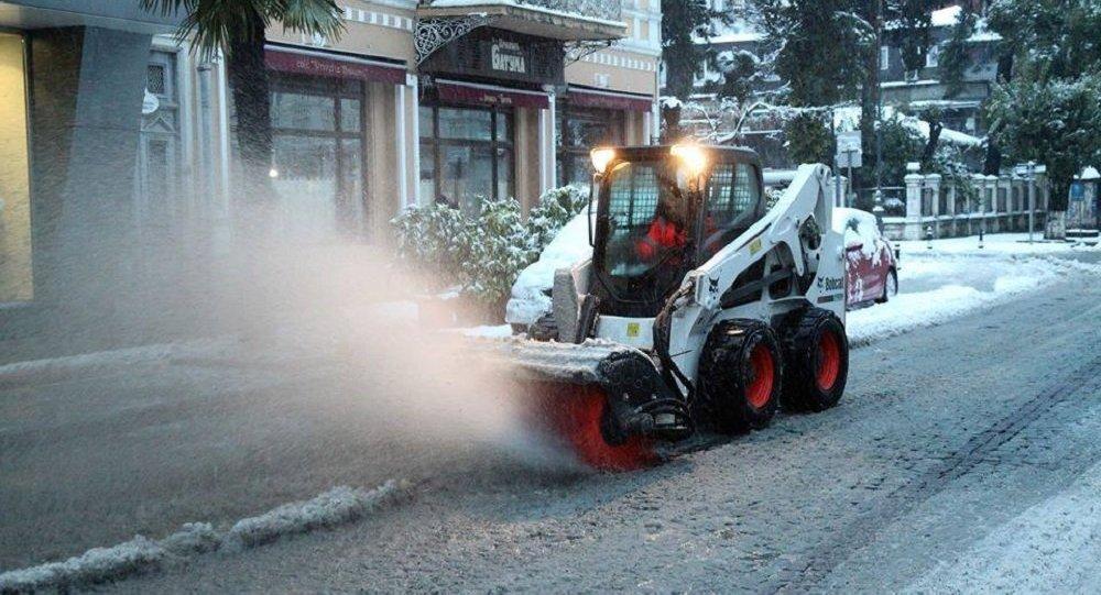 Снегопад парализовал автодороги ижилые районы взападной Грузии