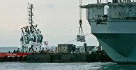 Разгрузка судна в порту Поти