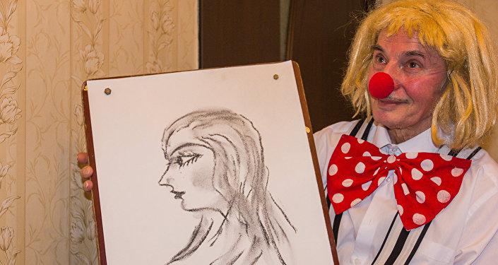 ცირკის მსახიობმა SPUTNIK-ს აჩვენა, თუ როგორ შეიძლება ფეხებით სურათის დახატვა