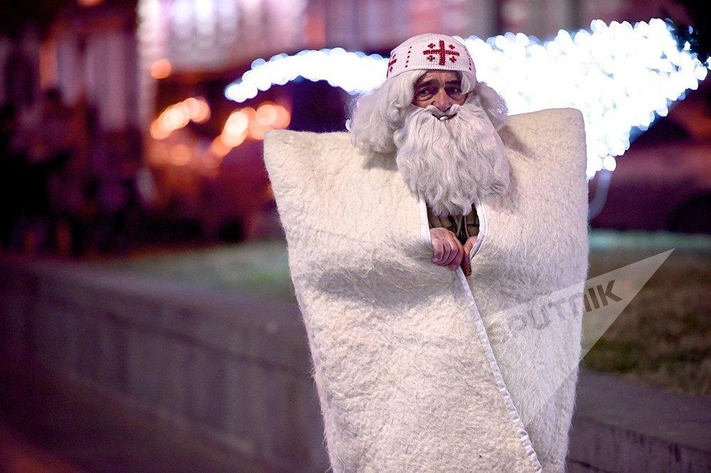 თოვლის ბაბუაც ეწევა