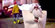 Грузинский Дед Мороз - Товлис Бабу, у главной новогодней елки страны на проспекте Руставели в центре грузинской столицы