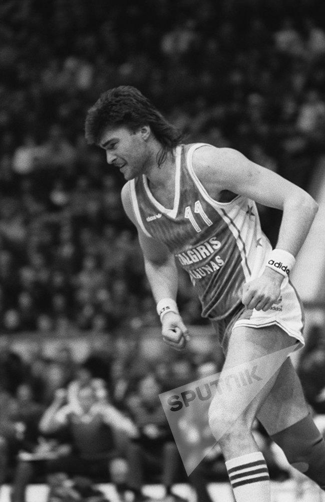 Карьеру профессионального игрока Сабонис начал в 1981 году в каунасском Жальгирисе, с которым уже в 1982 году стал чемпионом мира.