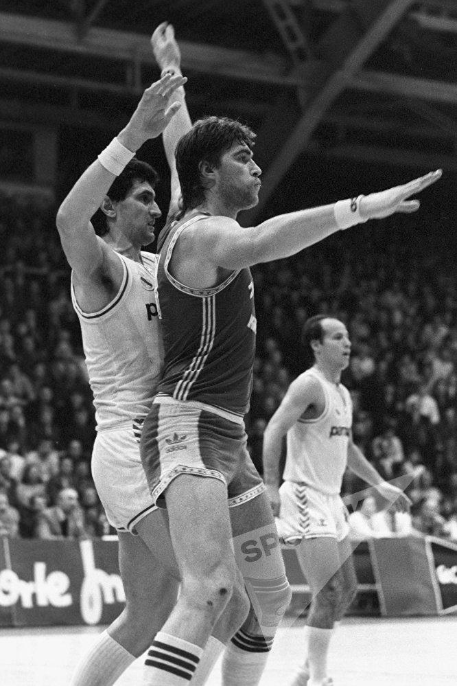 В 1984 и 1985 годах итальянское издание Gazzetta dello Sport избирало Сабониса лучшим баскетболистом Европы.
