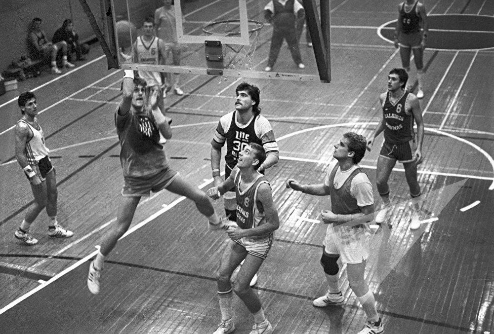 С 1989 по 2003 год Сабонис продолжал спортивную карьеру в баскетбольных клубах Испании.