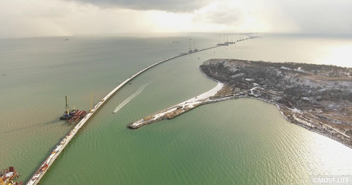 Рабочий мост № 3 от керченского берега до фарватера Керчь-Еникальского канала