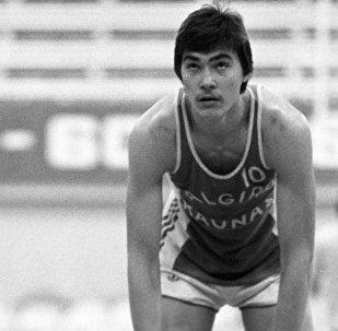 Баскетболист Арвидас Сабонис на тренировке с братом Андрюсом