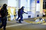 Полицейские работают на месте стрельбы в Цюрихе