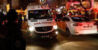 Реанимобиль у здания художественной галереи в Анкаре, где в результате террористического нападения был смертельно ранен посол России Андрей Карлов