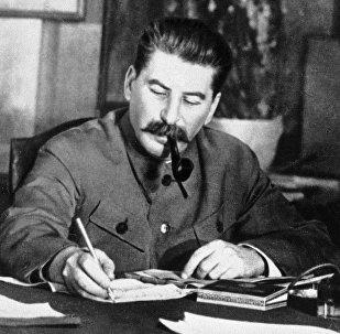 Иосиф Сталин в рабочем кабинете