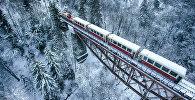 Обновленный поезд на железной дороге между Боржоми и Бакуриани