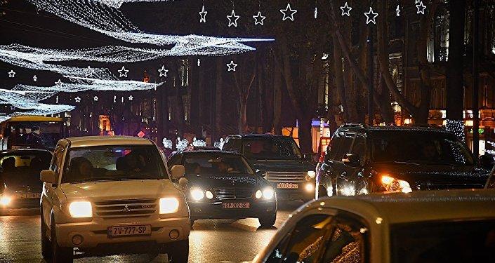 Новогодняя иллюминация на проспекте Руставели в центре Тбилиси