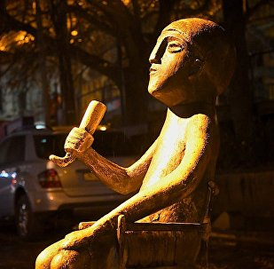 Памятник тамаде с рогом для вина - туристический центр Тбилиси