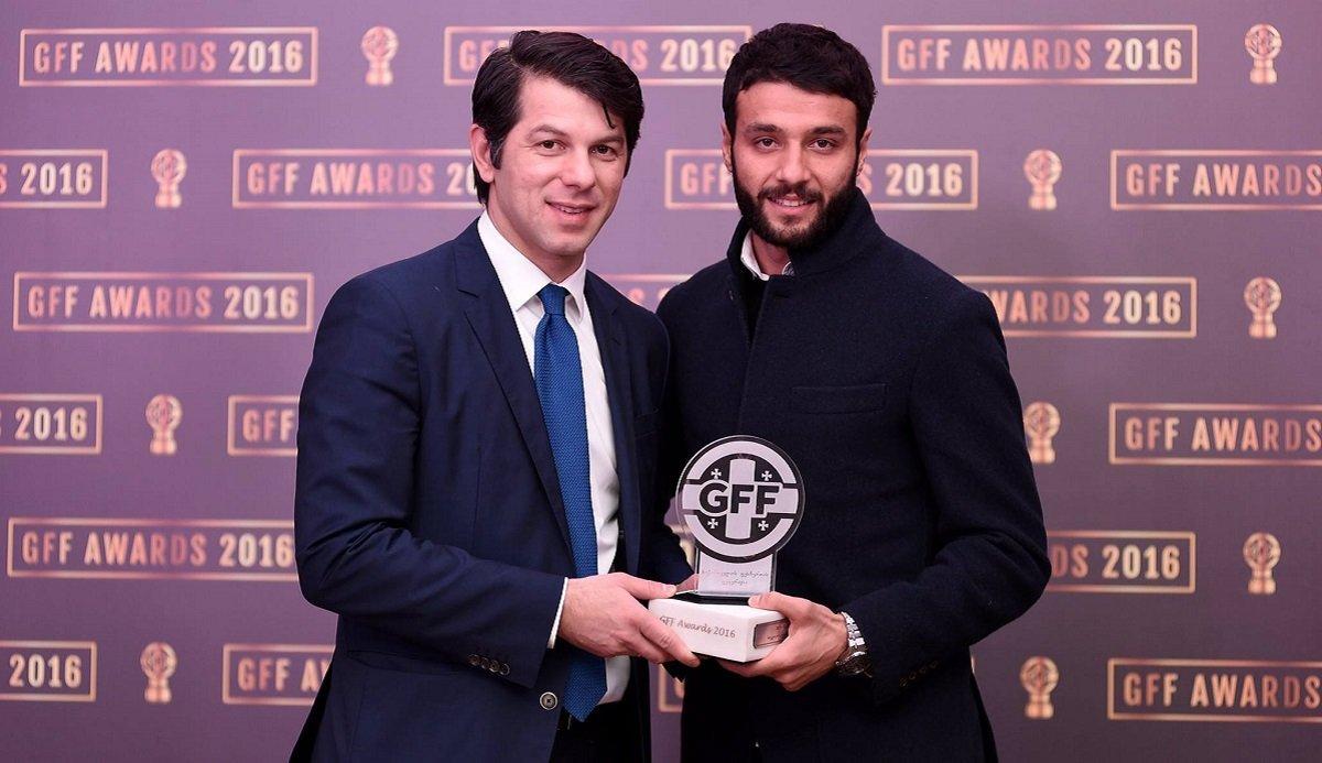 Леван Кобиашвили вручил Торнике Окриашвили награду Лучший футболист Грузии 2016