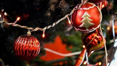 Новогодние украшения и игрушки на елке