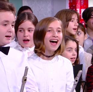 Учащиеся школы имени Закария Палиашвили Десятилетка талантов