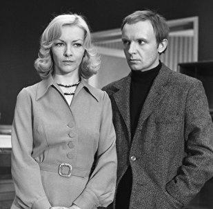 """ბარბარა ბრილსკა და ანდრეი მიაგკოვი - სცენა ფილმიდან """"ბედის ირონია, ანუ გაამოთ"""""""