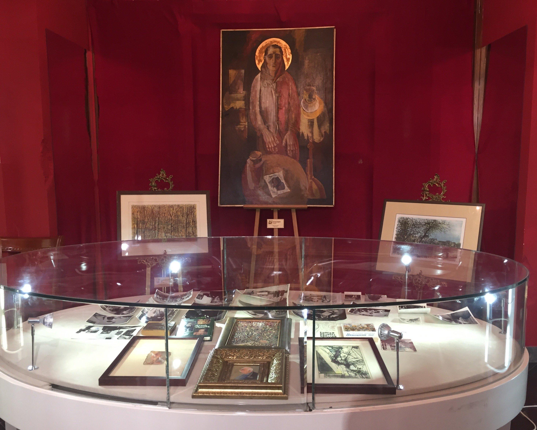 Картина Мать Григора Ханджяна на выставке в Москве