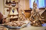 Новогодние украшения: елочка из морских ракушек и звездочек
