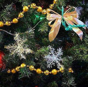 Игрушки и украшения на новогодней елкеНовогодняя елка
