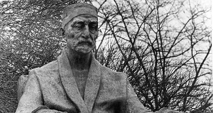 Памятник грузинскому историку, филологу, археологу Эквтиме Такаишвили