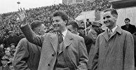 """ჟერარ ფილიპი მოსკოვის """"დინამოს"""" სტადიონზე სსრკ-საფრანგეთის საფეხბურთო მატჩის წინ"""