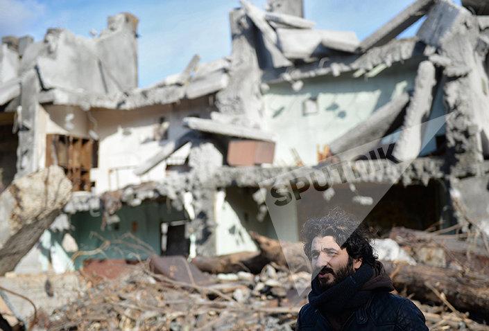 Режиссёр Сарик Андреасян во время съемок своего фильма Землетрясение в Москве
