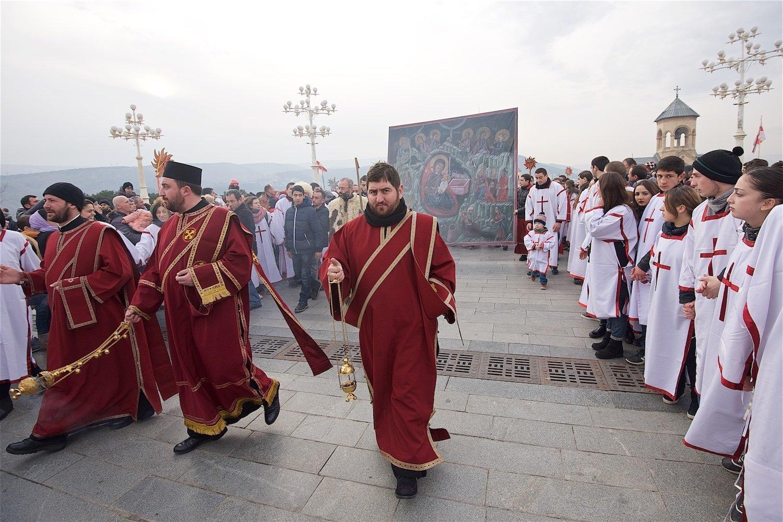 Первые лица Грузии приняли участие вшествии «Алило»