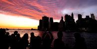 Вид на Манхэттен со стороны Бруклина в Нью-Йорке