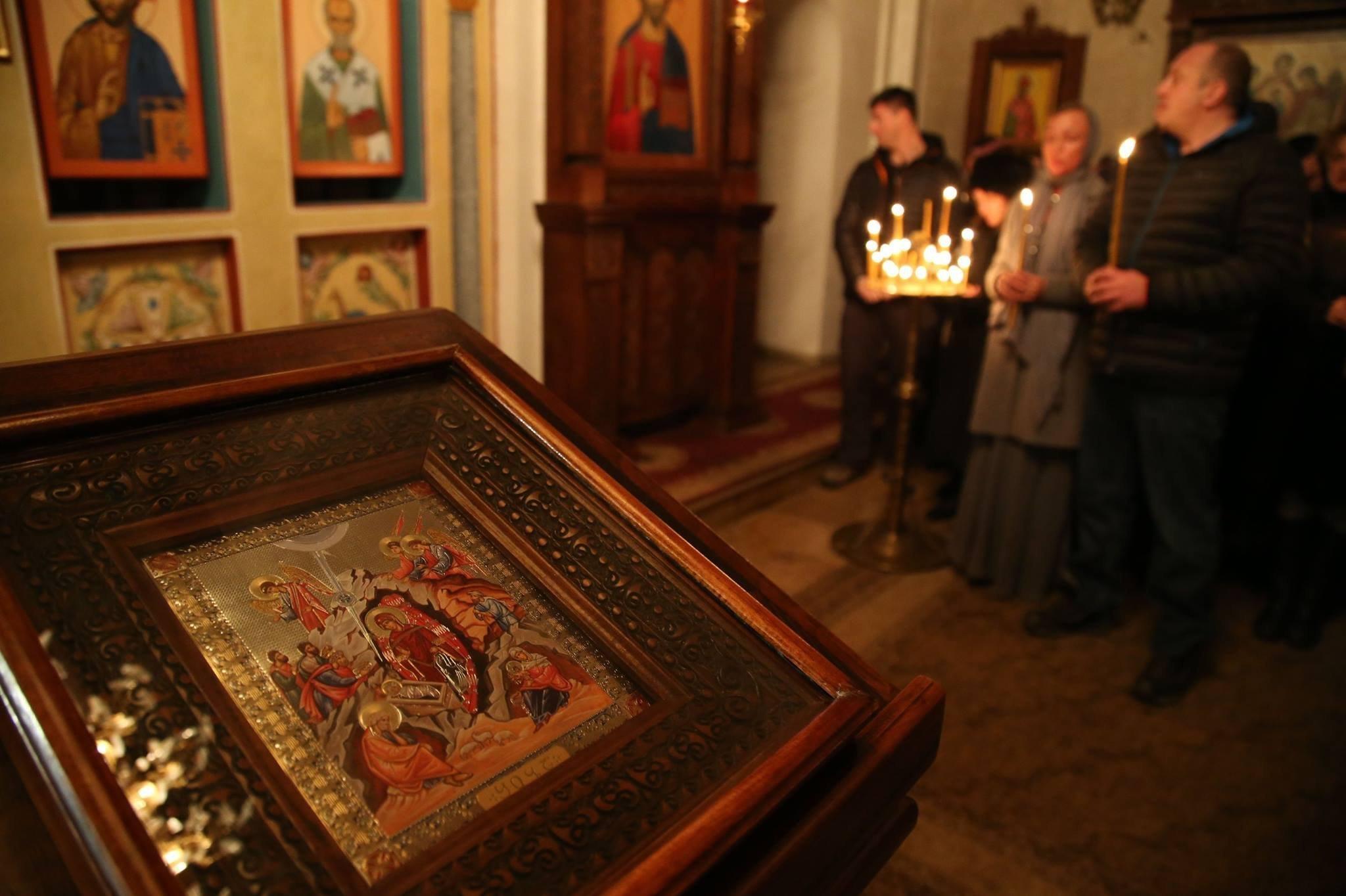 Президент Грузии Георгий Маргвелашвили и его супруга Мака Чичуа в храме Святого Николая в Душети