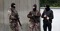Сотрудники полицейского спецназа в Стамбуле