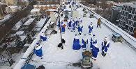 Дед Мороз с крыши: как в одной из больниц Москвы поздравили детей с Рождеством