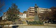 Памятник Бараташвили в старом Тбилиси