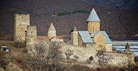 Крепость Ананури - вид с Военно-Грузинской дороги