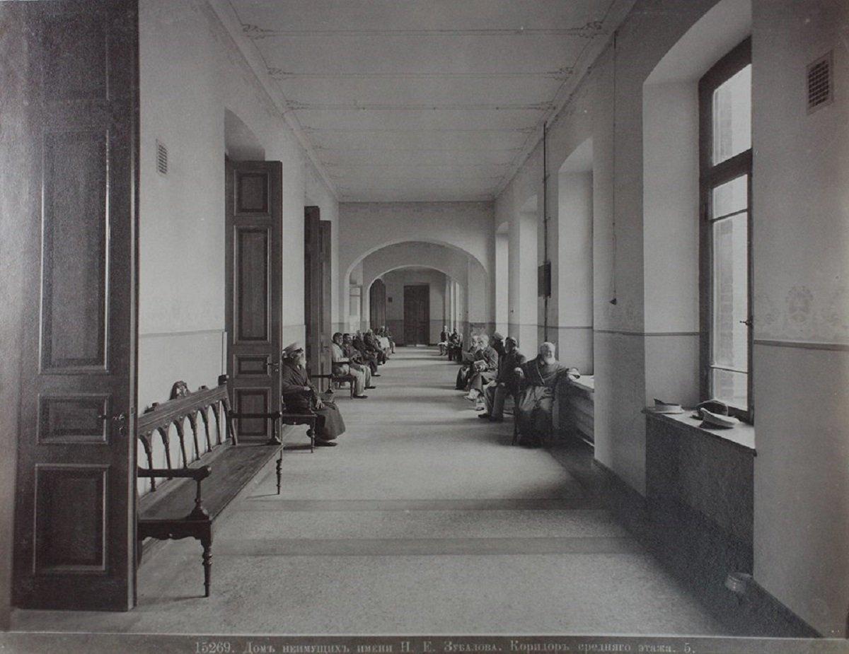 Дом неимущих имени Зубалова, коридор среднего этажа