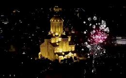 Фейерверки в новогоднюю ночь в Тбилиси