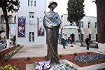 Памятник грузинской актрисе Нато Вачнадзе в Тбилиси